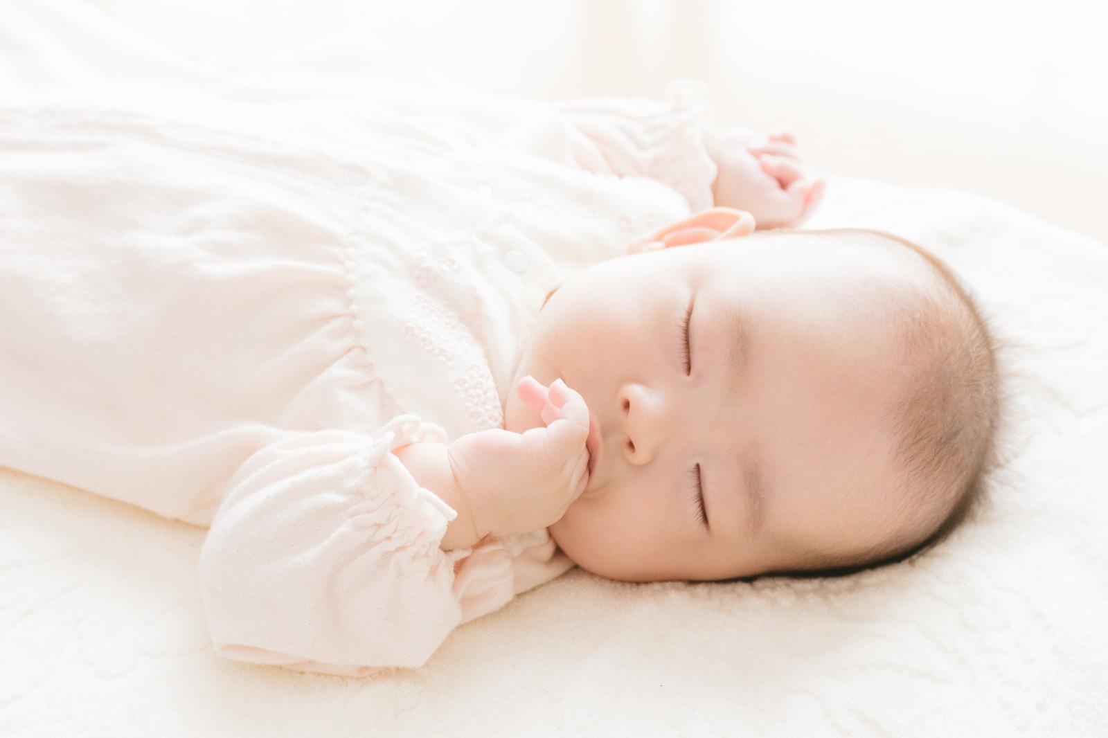 新生児の寝かせ方