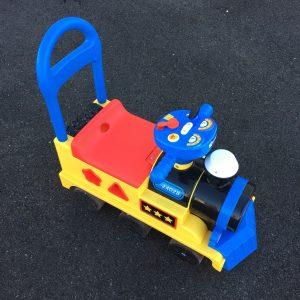 西松屋 赤ちゃん本舗 乗用玩具 比較 足蹴り車